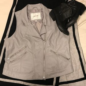 Super cute Maurice's faux leather vest